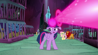 Twilight tells her friends to escape S8E26
