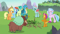 AJ, Rainbow, and Young Six looking at Ocellus S8E9