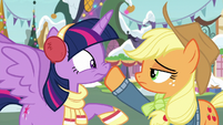 Applejack silences Twilight Sparkle MLPBGE