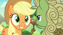 Applejack waiting for green Kirin to talk S8E23