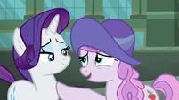 Manehattan mare thanks Rarity for the hat S5E16