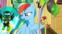 Rainbow Dash -stunt troupe-- S8E20