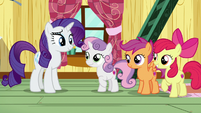 Rarity and Sweetie Belle smile at each other S7E6