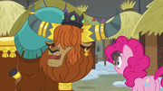Rutherford introduces Pinkie to Yickslurbertfest S7E11