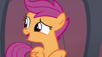 Scootaloo looks at other Hippogriffs S8E6