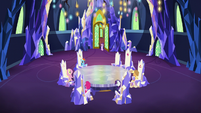 Starlight joins the ponies in the throne room S6E1