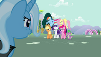 Trixie looks at Twilight's friends S3E05