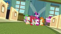 Twilight Sparkle still reading to sick foals S7E3