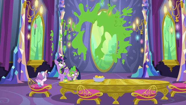 File:Twilight and Spike-shaped mural of mashed peas S7E3.png
