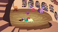 Twilight trying to find the book S3E03