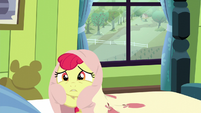 Apple Bloom wraps herself in her bedsheets S5E4