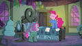 """Pinkie """"the best friendship-maker in Ponyville"""" S7E4.png"""
