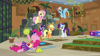 Pinkie continues to cheer her friends on S7E2