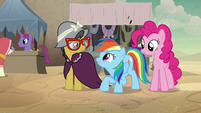 Rainbow looks excited at A. K. Yearling S7E18