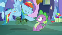 Rainbow points at Spike S5E5