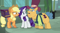 Street merchant angry at Rarity S5E16