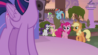 Twilight's friends listen to her speech S9E17