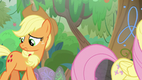 Applejack looking for foal's-breath S8E23