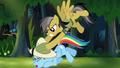 Daring Do attacks Rainbow Dash S4E04.png