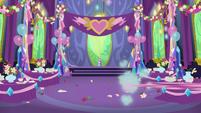 Pinkie Pie speeding off-screen S7E1