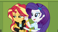 Rarity consoling Sunset Shimmer EG3