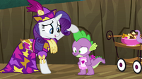 Rarity stroking Spike's spine S2E21