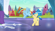 S03E02 Rainbow Dash pyta się kryształowego kucyka na co się gapi