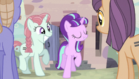 Starlight directing the unmarked ponies S5E1