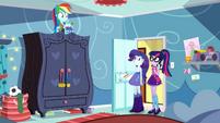 Twilight and Rarity enter Rainbow Dash's room SS12