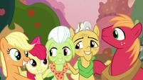 Apple-Pear family in a group hug S7E13