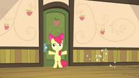 Apple Bloom closes door quickly S4E17