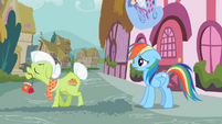 Granny Smith angry at Rainbow Dash S2E8