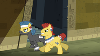 Henchponies running after Twilight S4E04