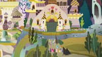 Mane Six teleport to the Canterlot gates S9E2
