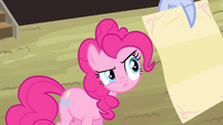 Pinkie looking at the letter S4E11