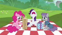 Rarity --just open them already!-- S6E3