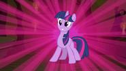 S3E05 Twilight na tle fioletowego światła