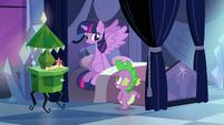 Spike deixa Twilight segura novamente EG