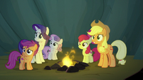 AJ, Rarity, and CMC impressed by Rainbow's bravery S7E16