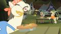 Cajun swamp pony eating pie S4E17.png