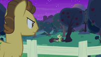 Grand Pear watches Granny read bedtime stories S7E13