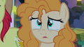 Pear Butter looking tearfully at her father S7E13.png