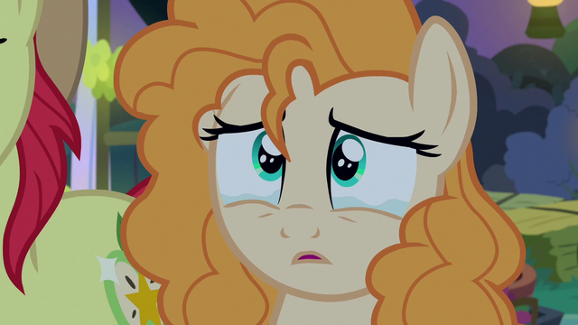 File:Pear Butter looking tearfully at her father S7E13.png