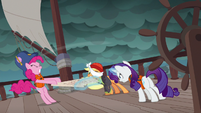 Ponies fight over the map in Rarity's story S6E22