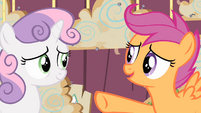 Scootaloo pointing at Sweetie Belle S4E05