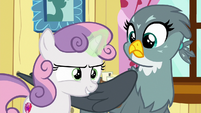 Sweetie Belle casting her unicorn magic S6E19