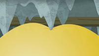 Yellow balloon poking the stalactites S8E7