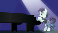 Coloratura starts playing piano S5E24