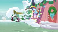 Discord grabs Rainbow through a portal MLPBGE