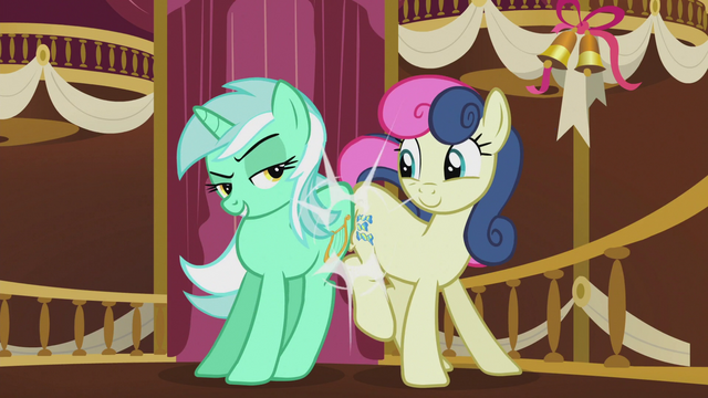 File:Lyra and Bon Bon sugarlump rump S5E9.png